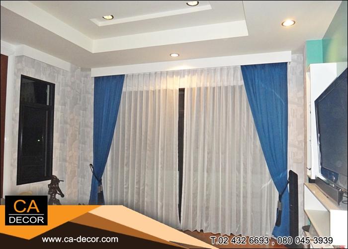 ผ้าม่านจีบ สีน้ำเงินในกล่องไม้บิวอิน